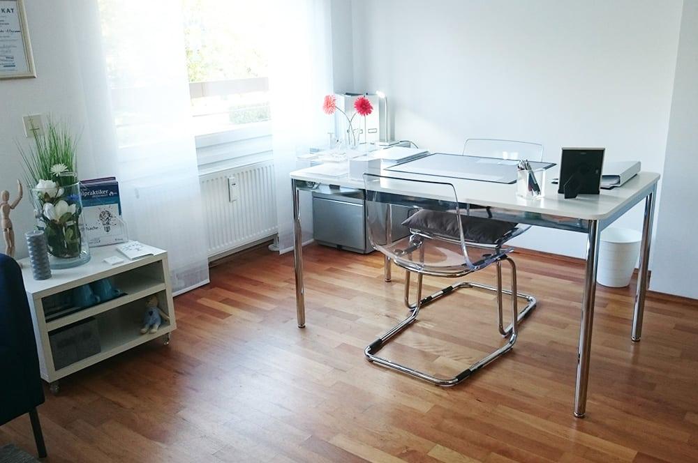 Schreibtisch Heilpraktikerin Andela Canzler-Hiegemann Mülheim an der Ruhr